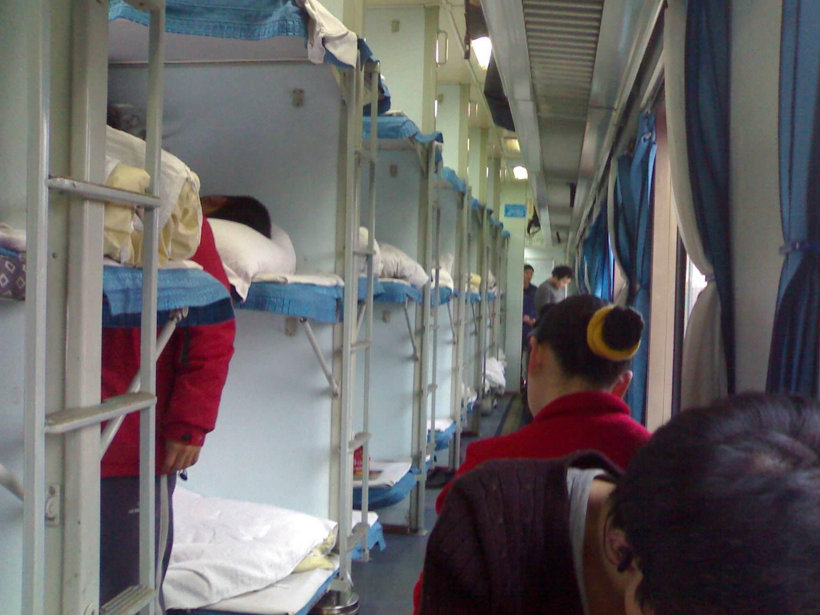 火车硬卧图片软卧区别