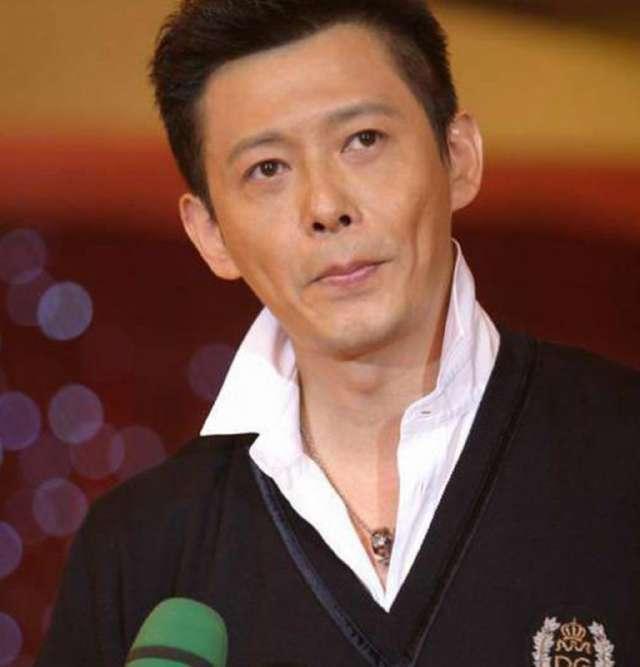 在1999年程前担任《欢乐总动员》主持人,成为中国内地第一代娱乐节目主持人