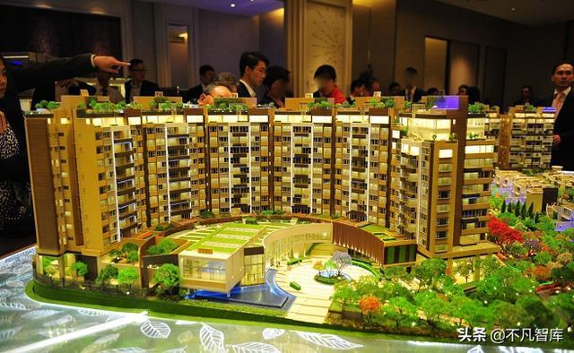 香港创纪之城和新鸿基中心是新鸿基地产旗下的甲级商业大厦。该物业基本为出租性质,属于新鸿基地产在香港投资的核心物业之一。此外,新鸿基地产还与恒基兆业等李兆基旗下公司共同建设了香港国际金融中心。其中,香港著名的四季酒店正处于香港国际中心项目的最后阶段。