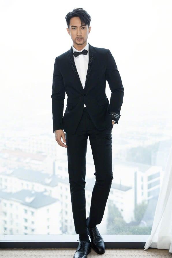 39岁吴尊留胡子超违和,让人不忍直视,只怪他的脸太适合装嫩!