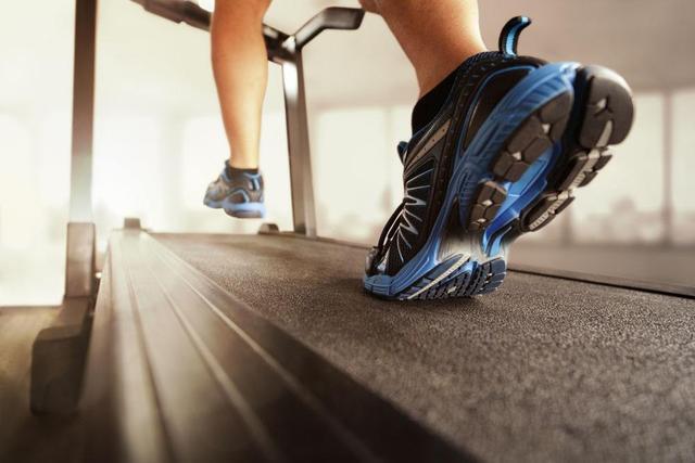 跑步是挑战一个男人对目标勇往直前果份决心,耐力同速度_草地 体育新闻 第4张