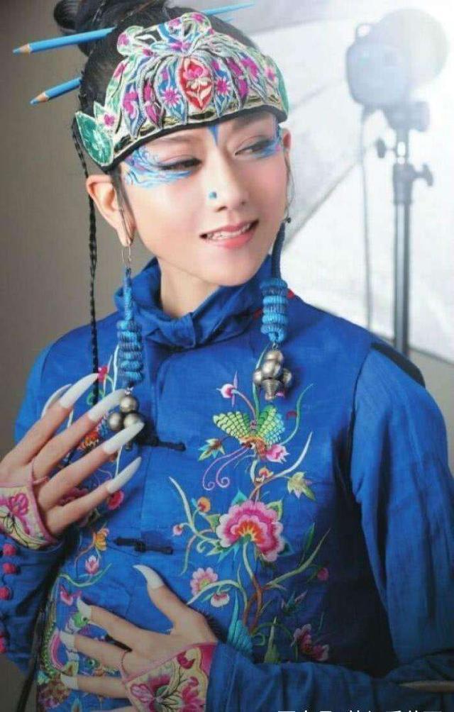 61岁杨丽萍生图状态令人惊艳,身材却好像发福不少?