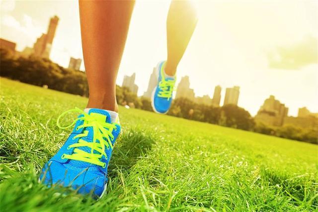 跑步是挑战一个男人对目标勇往直前果份决心,耐力同速度_草地 体育新闻 第1张