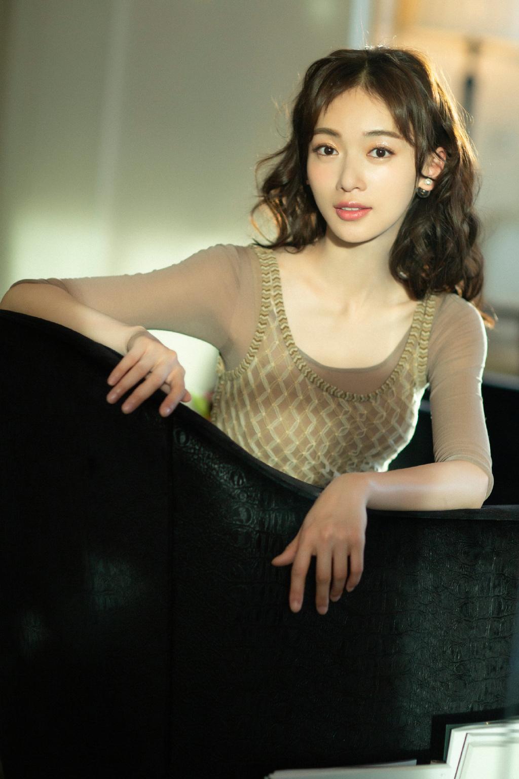 女演员吴谨言复古摩登性感写真 娱乐头条 第6张