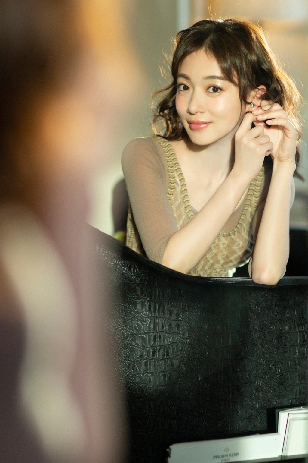 女演员吴谨言复古摩登性感写真 娱乐头条 第7张