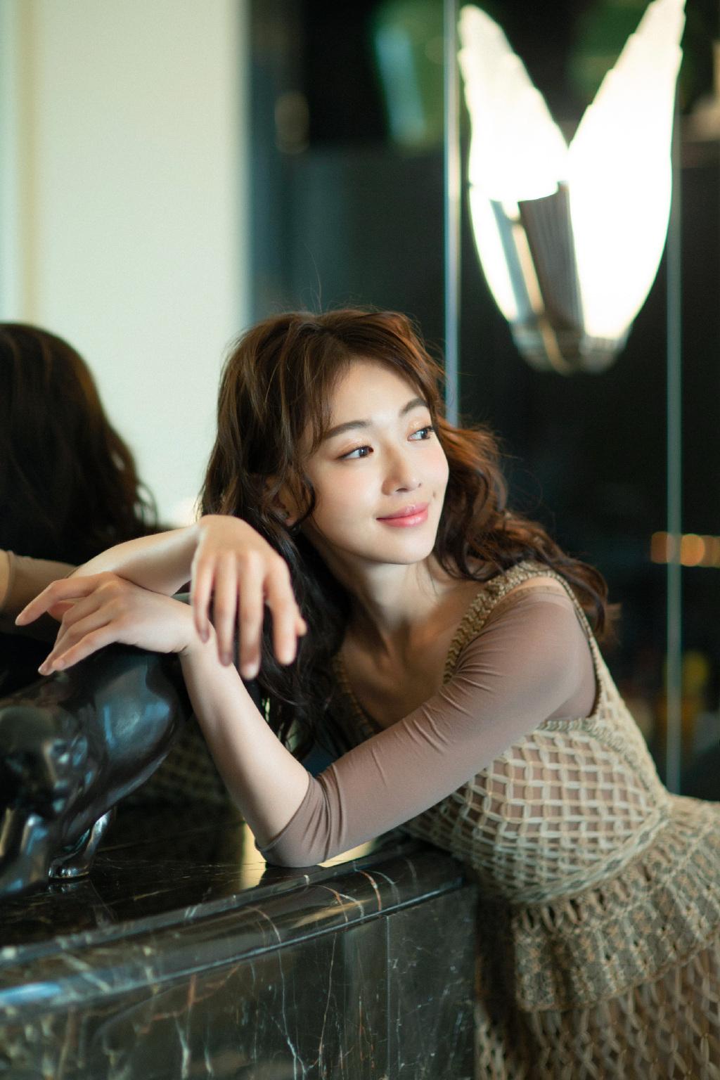 女演员吴谨言复古摩登性感写真 娱乐头条 第2张