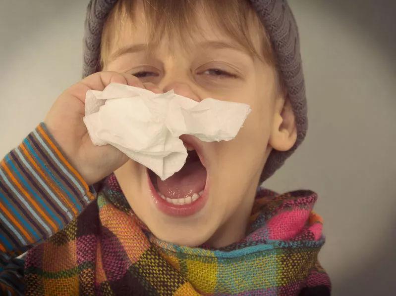 """2岁男孩发烧昏睡14小时险些脑损伤!这种""""爱睡""""能要命"""