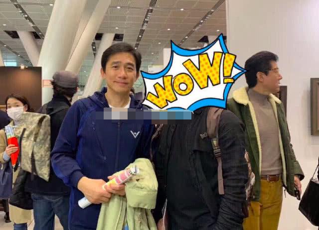 网友日本偶遇梁朝伟并与其合影 真人十分有亲和力