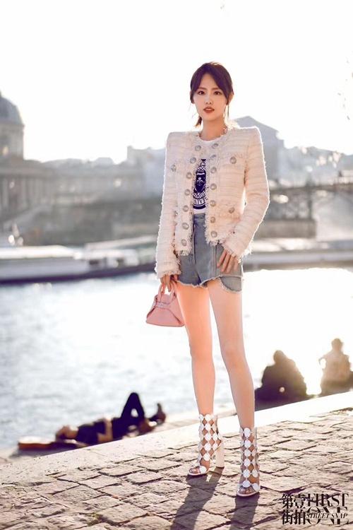 从街拍到秀场 看张嘉倪巴黎时装周百变穿搭_Akris 时尚生活 第1张