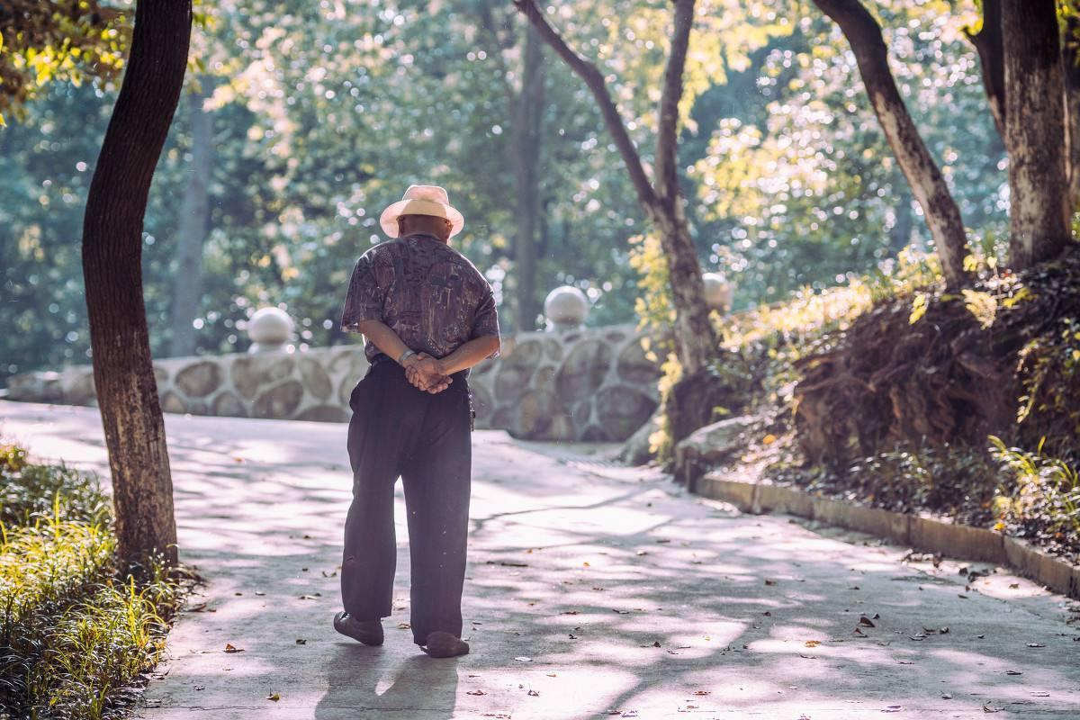 GPS防走失鞋,手机一键导航到达老人处,老人不再走丢,深度防...