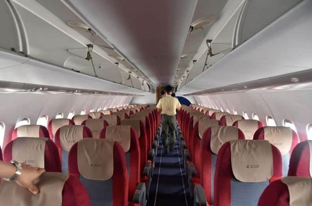 """为什么飞机在起飞前,空姐们都会将窗帘拉上,这有什么""""讲究""""?"""
