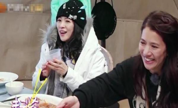 章子怡參加綜藝節目,還要自帶水壺?看到里面的東西厲害了!
