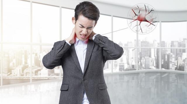 肩膀痛、背部痛是为什么?原因有这4个,希望你引起重视