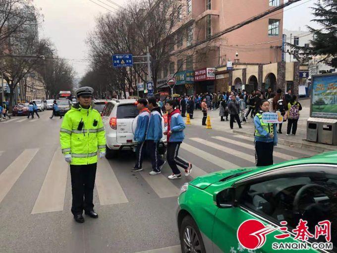 铜川交警一大队多措并举宣传春季交通安全