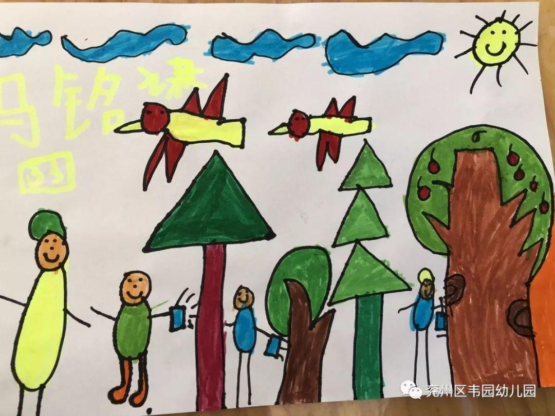 画画幼儿园的小树 回到教室我们的小朋友们都迫不及待地拿起画笔画起图片