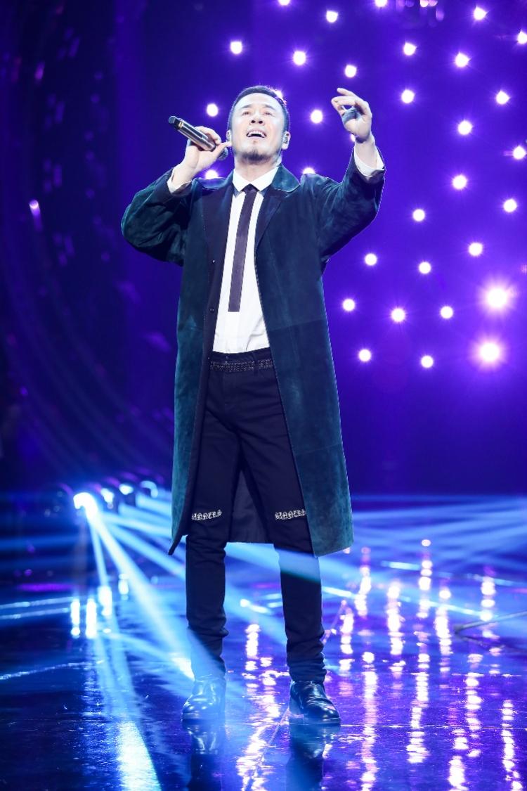 """杨坤成《歌手》三冠王 :""""不觉得自己油腻,我的歌唱像榴莲 """"_舞台"""