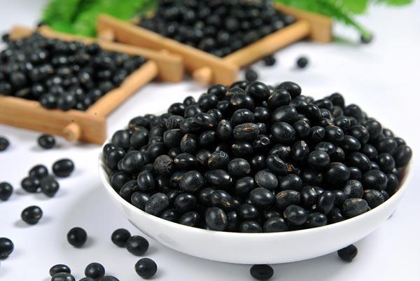 补药一堆,不如黑豆一把,4种方法吃黑豆,身体会收获2大好处