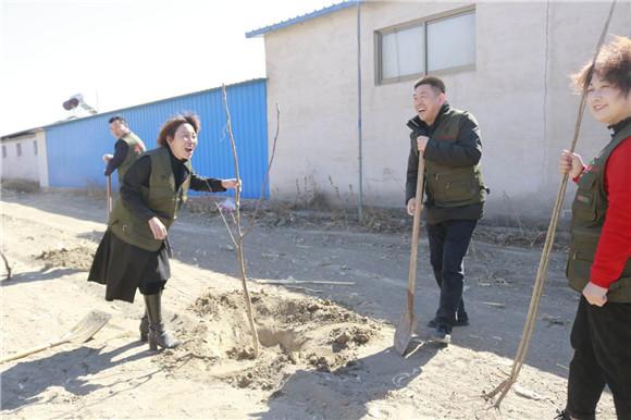 """德孝中华周刊""""德孝中华公益团队""""在河北唐山义务植树"""