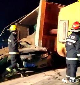 【视频】宜兴中超门口车祸,人没了车碎了.珍爱生命远离大车!