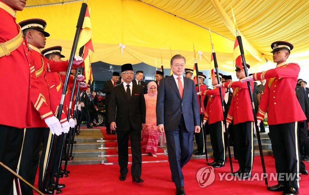 韩总统文在寅偕夫人对马来西亚进行国事访问【组图】