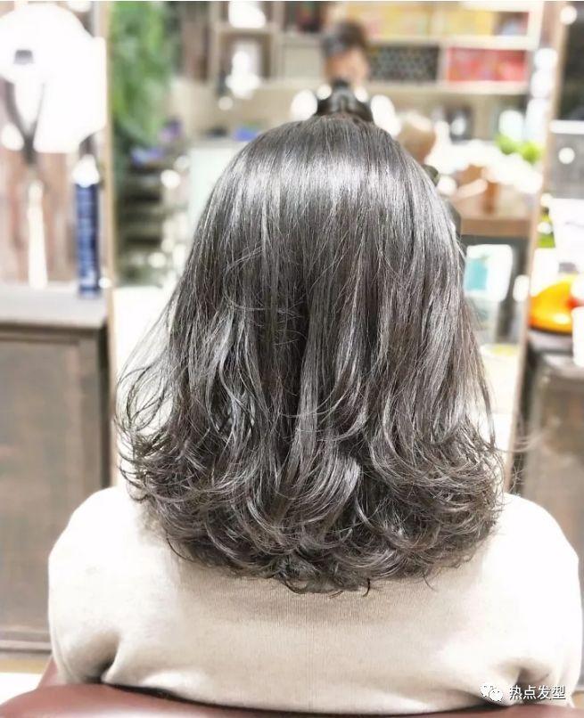 """今天小编来和大家分享一下2019年最流行的烫发发型,""""面头烫""""发型.图片"""