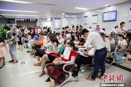 中国出境旅游持续升温  稳居世界出境旅游首位