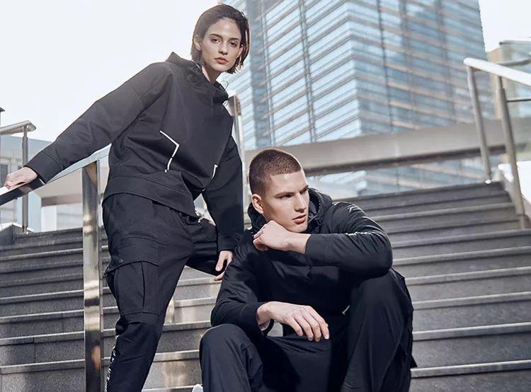 卫衣、风衣、冲锋衣三合一,早春穿它时髦有型!