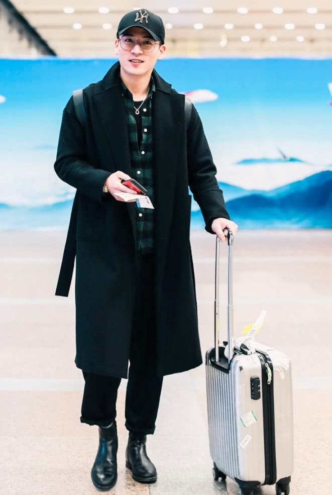 《東宮》男二戲外也太時髦了,大衣+襯衫疊穿,帥到沒朋友!