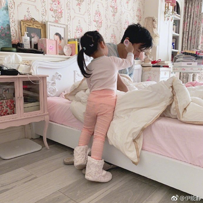 伊能静女儿高烧不退,不去医院却找网友帮忙?
