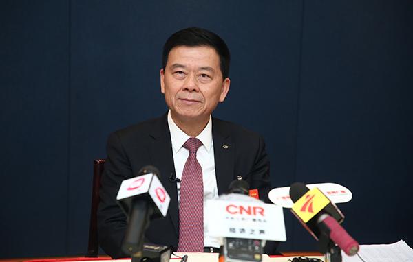 曾慶洪代表:政策利好促進汽車消費 建議加快新能源基礎設施建設