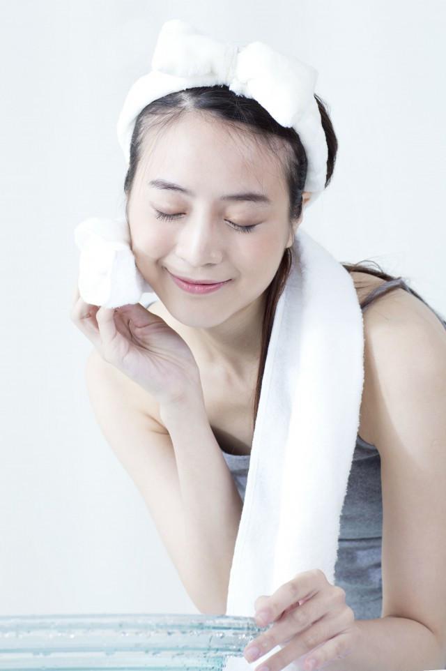 精妆联华美妆:别再洗完脸用手拍爽肤水了 不仅浪费还没用