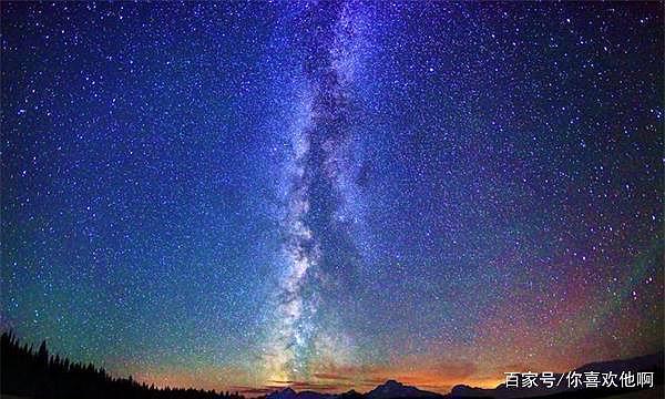 为什么夜晚看到的银河系中央有一条黑带,而不是全亮的?明白了!
