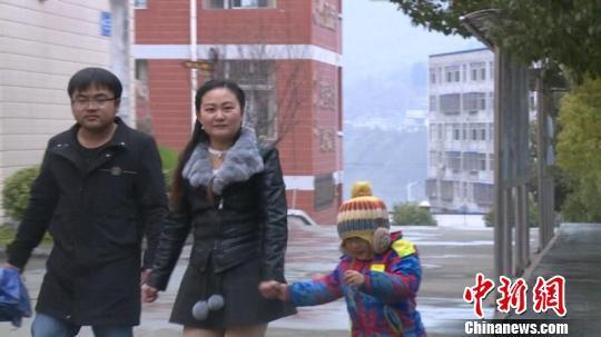 湖北十堰:80后夫妻深山资教11年