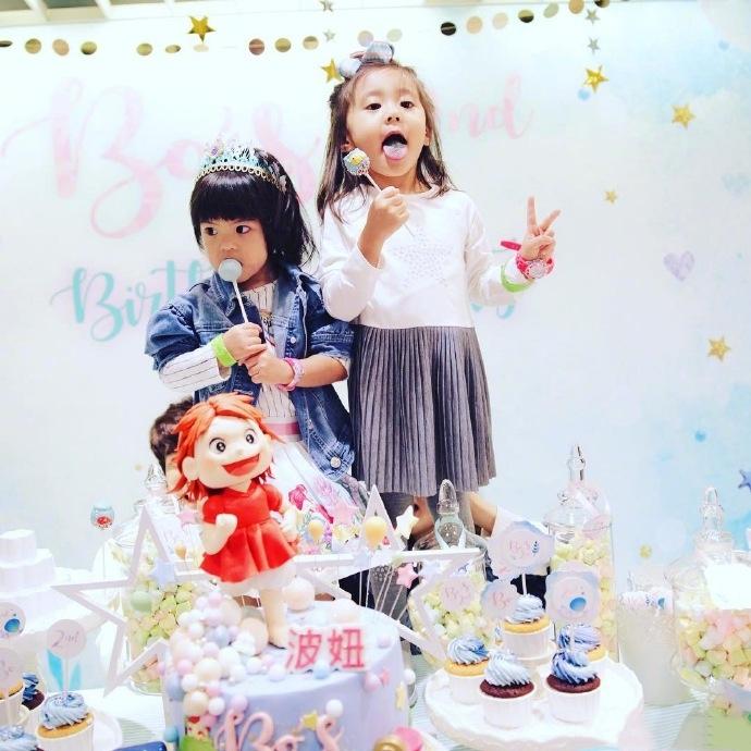 人见人爱的波妞两岁生日快乐!这表情让妈妈惊呼「萧波妞」又出现!