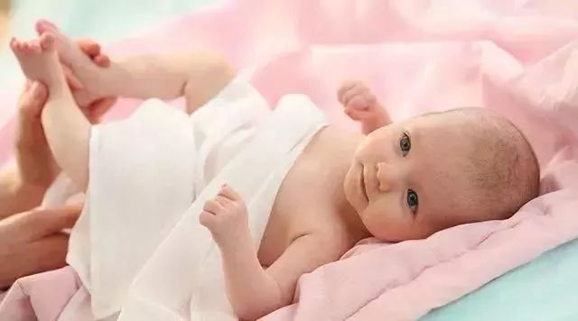 宝宝十几天没拉大便,居然是因为母乳质量太好了?!