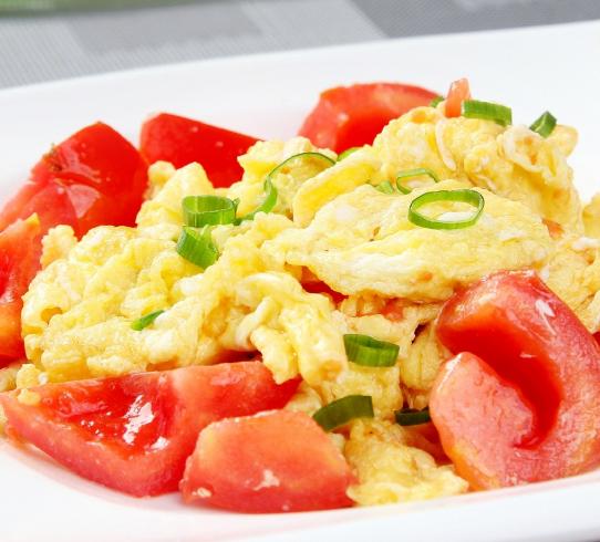 西红柿炒鸡蛋应该先炒西红柿还是先炒鸡蛋?