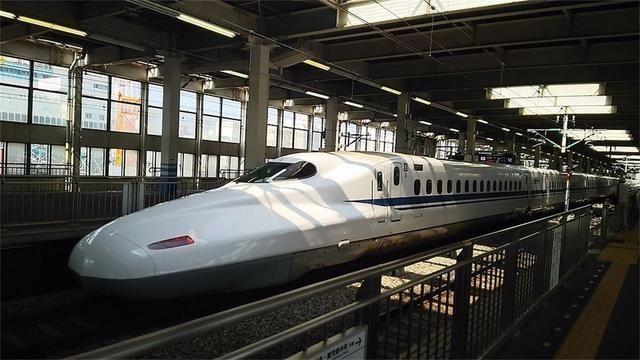 中国游客坐日本高铁 和中国高铁差异太大了