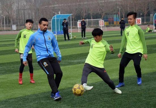 曝外教坑害中国校园足球 联合经纪人作假证上岗_青训 体育新闻 第1张