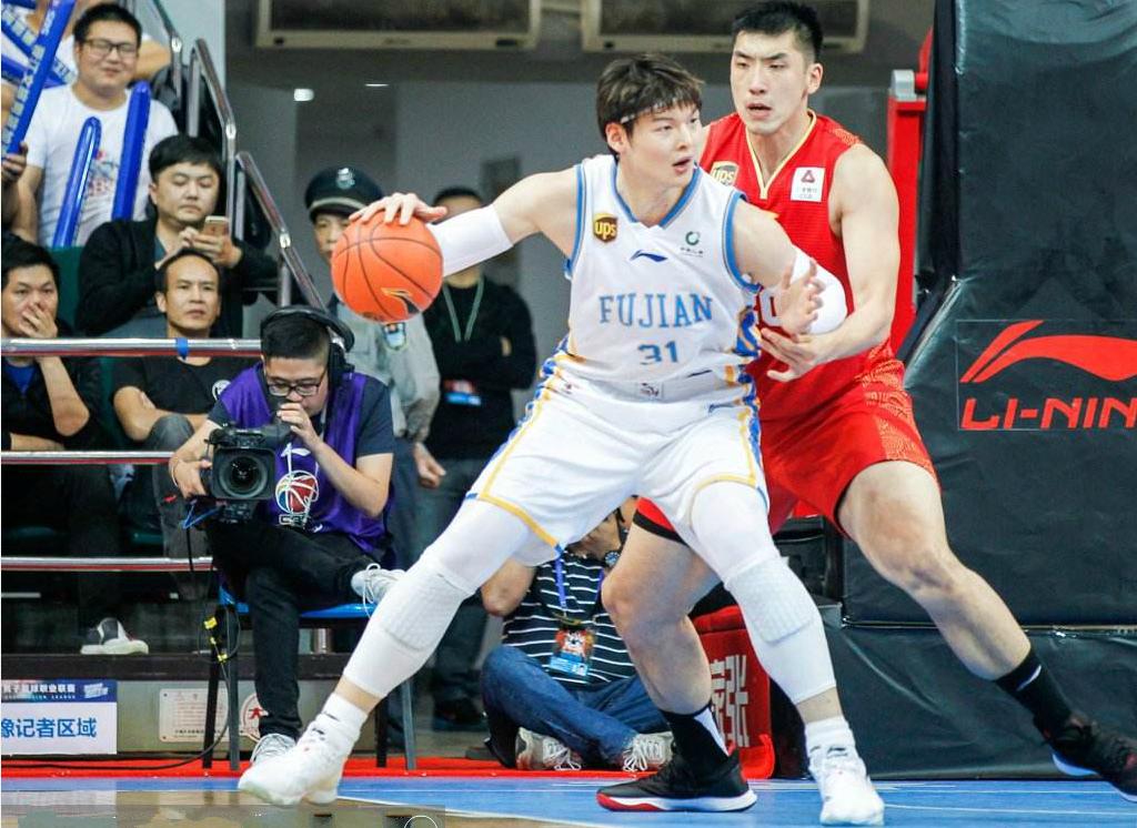 传承!福建籍第二位,王哲林获得MVP,丁彦雨航发文要求更换奖杯