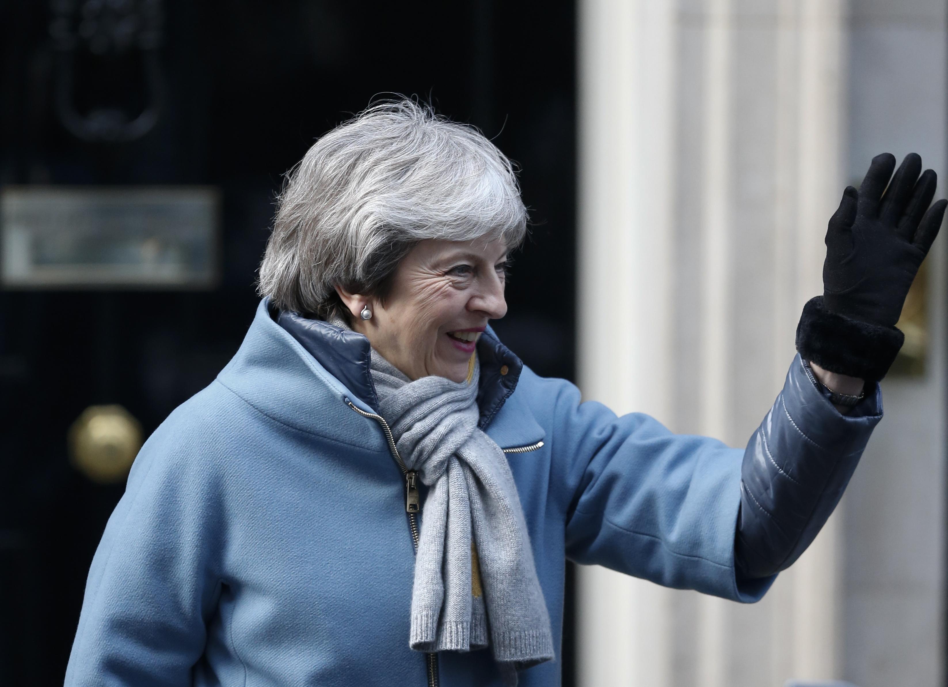 """英国议会下院投票支持推迟""""脱欧"""""""