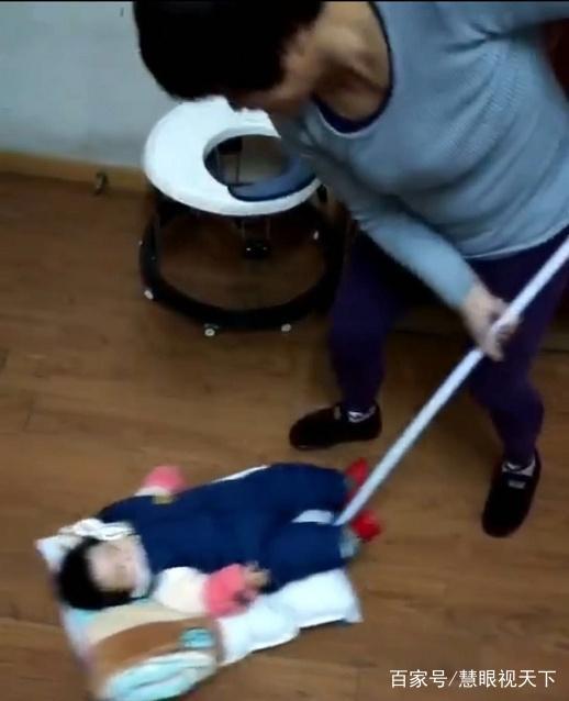 宝宝待在外婆家不肯走,原来外婆真是太会玩,带娃工作两不误