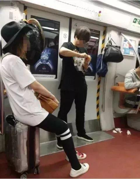 亲吻小核_北京地铁里这些偷拍照,真让人羞耻!!!_孩子
