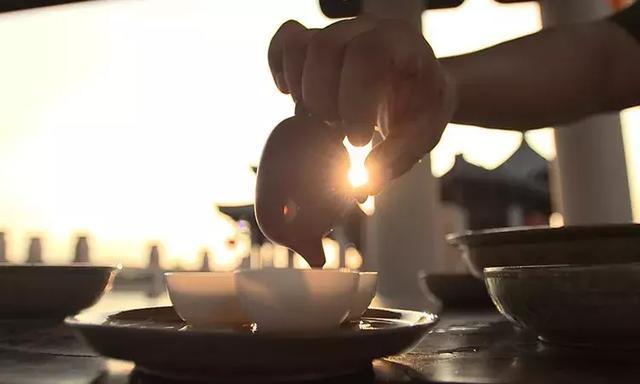 茶韵虽然离不开茶汤的色、香、味,但又不拘泥于此.