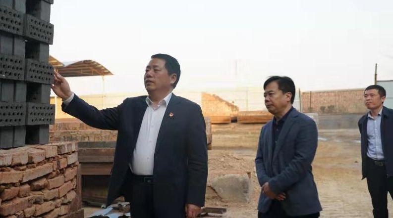 德赢_省生态情况厅厅长王仲田到开封调研污染防治攻坚工作