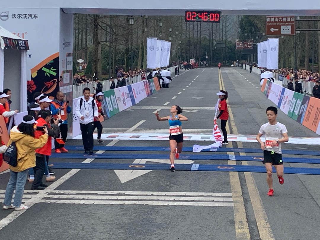 成都双遗马拉松肯尼亚选手夺冠 杨春华女子第一_大道 体育新闻 第10张