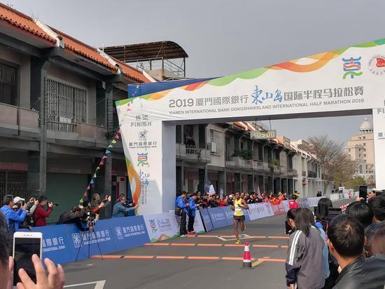 2019东山岛国际半程马拉松今日鸣枪  何雯娜、叶帅领跑_赛事 体育新闻 第10张