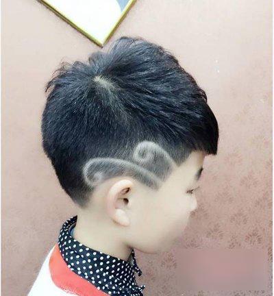 2019男宝宝寸头加刻痕发型,就是这么潮!_短发