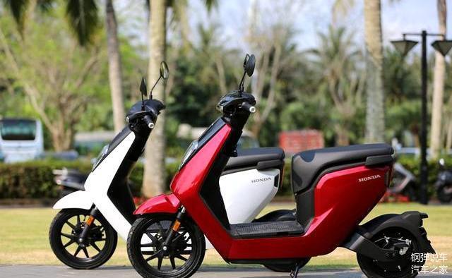 本田在2018年末,在国内推出了首款电动踏板车VGO,售价7988元