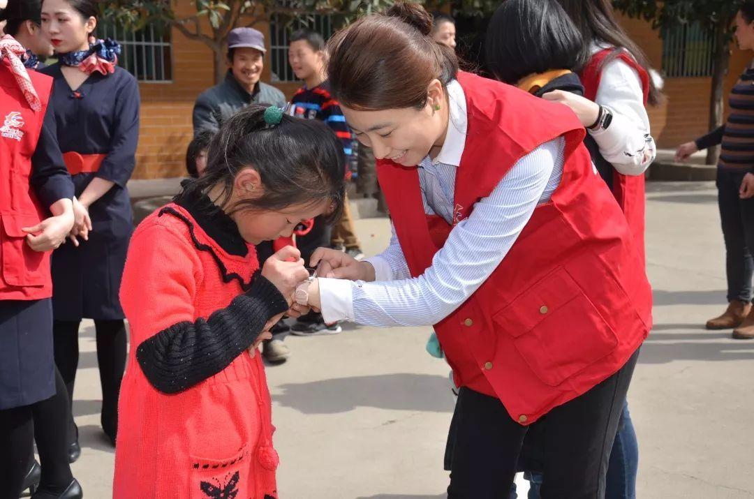 爱在东航公益行 走进周至聋哑学校