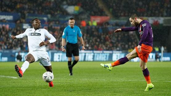 足总杯-阿圭罗替补造3球+绝杀 曼城3-2逆转晋级_斯旺西 体育新闻 第1张